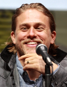 Charlie_Hunnam_(9366030952)_(cropped)
