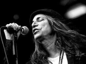 Patti_Smith_performing_in_Finland,_2007